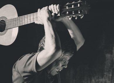 photo-musicien-colère-guitare
