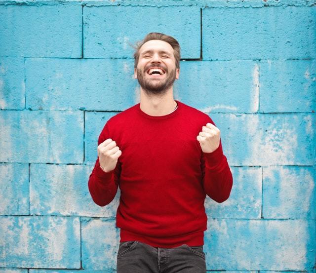 homme-heureux-grace-a-7-outils-pour-moins-avoir-le-trac