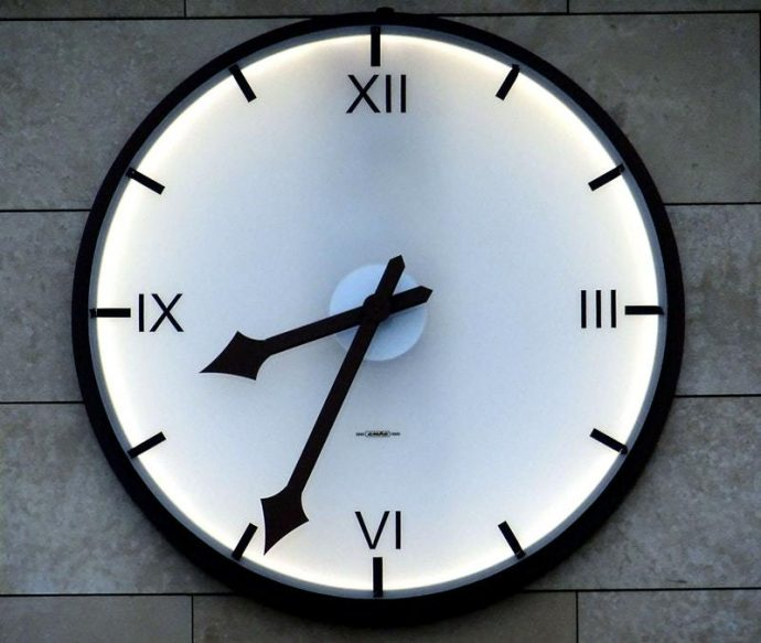 photo-horloge-moderne-progresser-musicalement