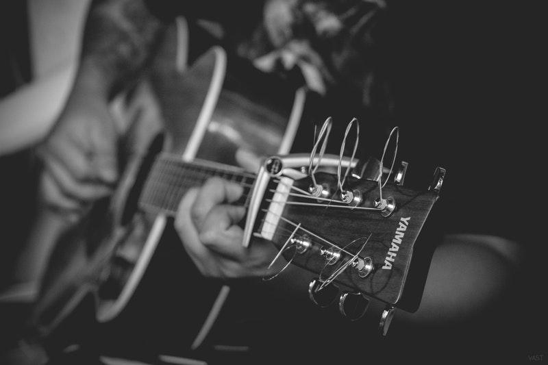photo-guitare-progresser-musicalement-oui-musique