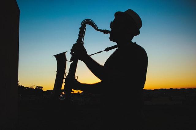saxophoniste-crépuscule-nature